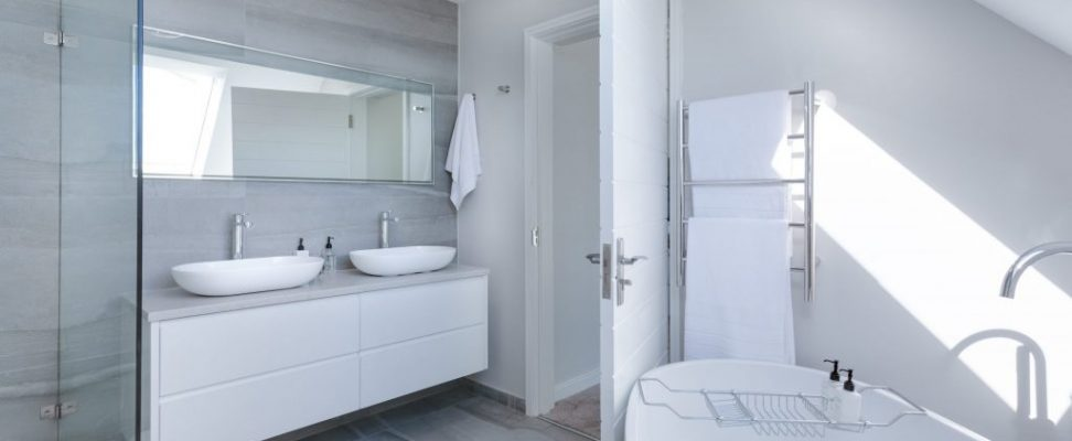 white-bathroom-interior-1454804-scaled